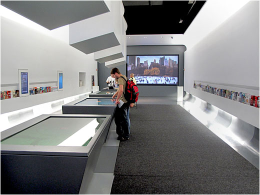 New york city 39 s official information center uses interactive maps and digital signage video wall - Tourist office new york city ...